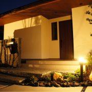 板石階段&石の門柱な家
