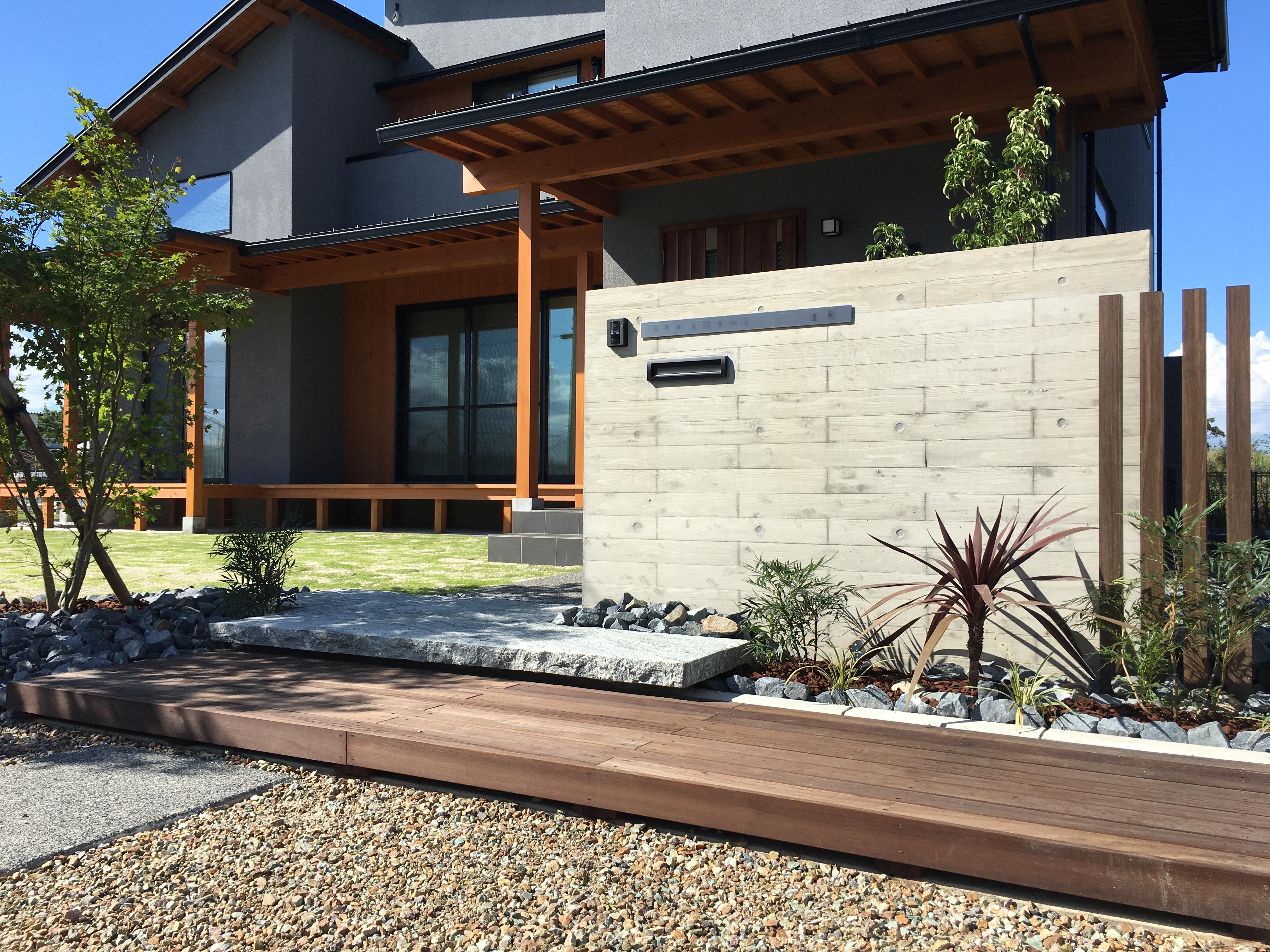 RC杉板門柱&自然素材の家
